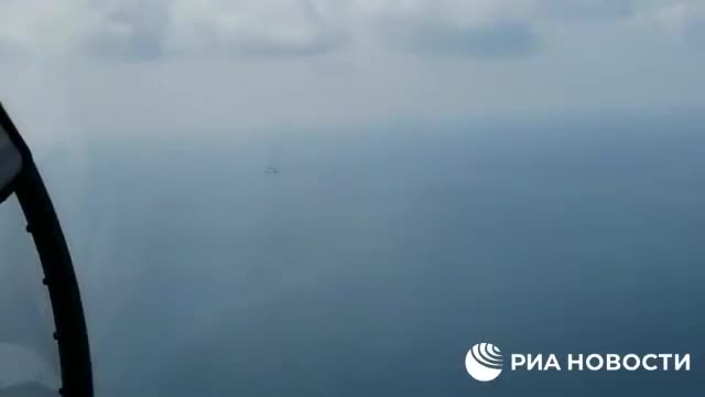 Tiêu điểm - Hình ảnh gây sốc: Máy bay chiến đấu Nga trước họng súng của tàu chiến NATO