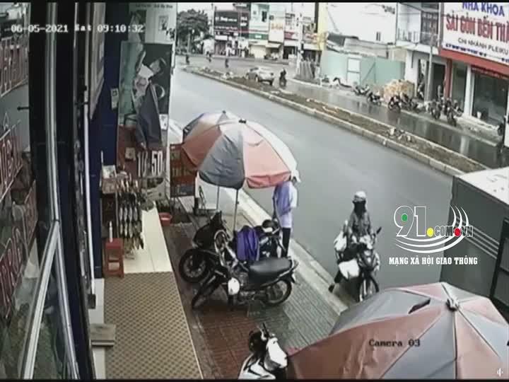 Mới- nóng - Clip: Khoảnh khắc xe tải ôm cua, cán tử vong nữ sinh lớp 12 ở Gia Lai