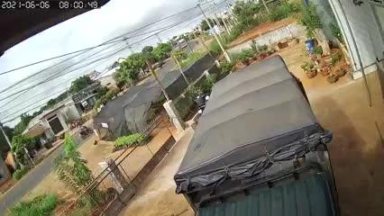 Dân sinh - Xe tải tông liên hoàn ở Đắk Lắk khiến ít nhất 2 người thiệt mạng