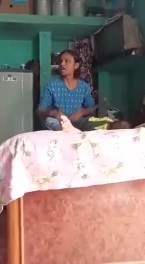Mới- nóng - Clip: Cãi nhau với mẹ chồng, người phụ nữ mang con trai ra đánh đập