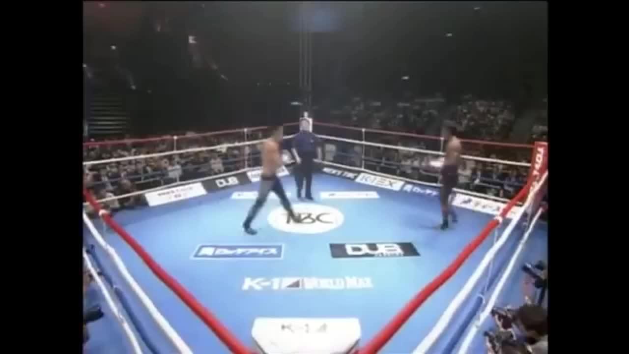 Giải trí - Clip: Cao thủ Muay Thái hạ gục võ sĩ Nhật Bản chỉ bằng 1 cú đấm