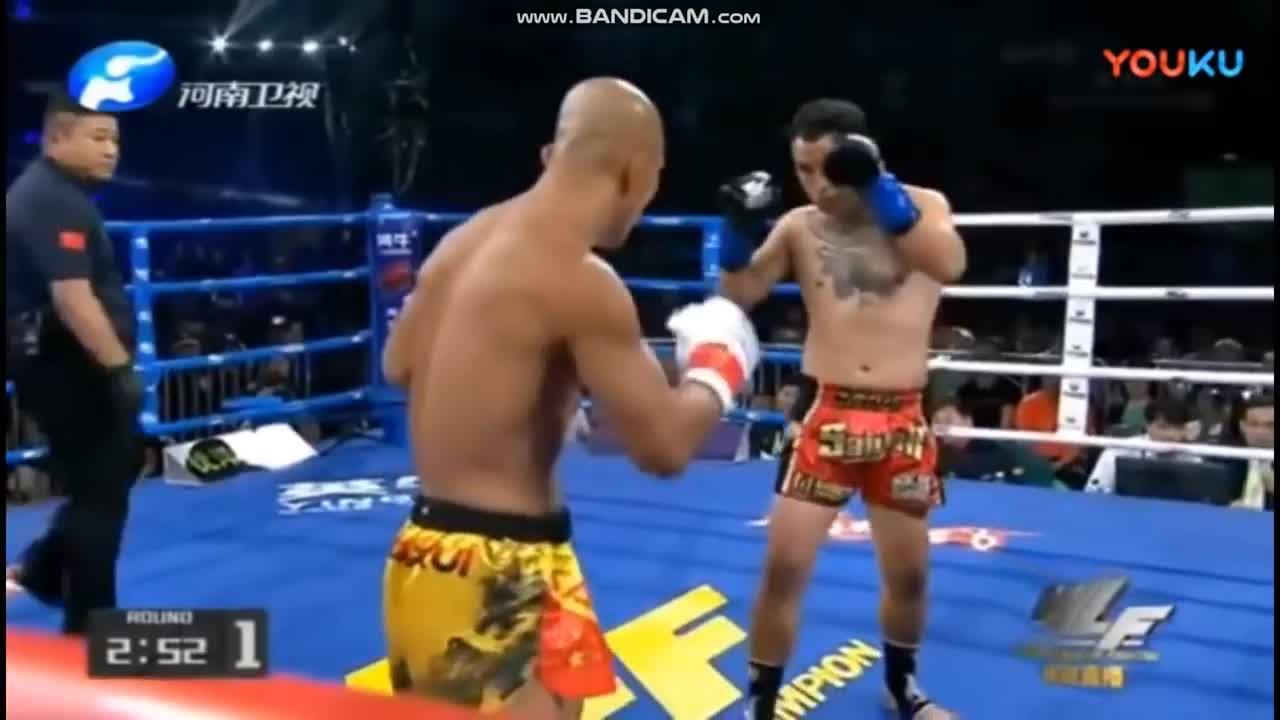 Giải trí - Clip: 'Vua Muay Thái' tung cú đấm trời giáng hạ gục cao thủ Thiếu Lâm
