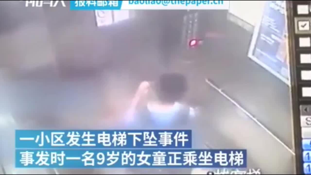 Mới- nóng - Clip: Thang máy rơi tự do, bé gái thoát chết nhờ hành động thông minh