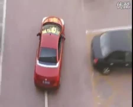 Giải trí - Clip: Bị cướp chỗ đỗ xe, nữ tài xế có màn trả đũa cực 'cao tay'