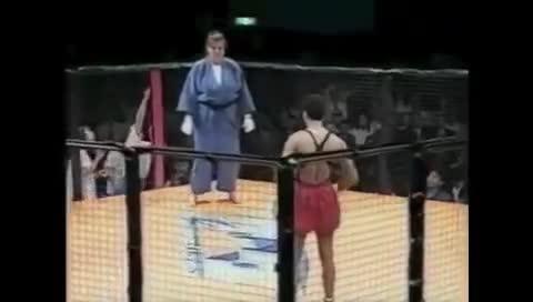 Giải trí - Clip: Nữ võ sĩ Judo 'khổng lồ' hạ đo ván võ sĩ MMA trong 1 phút