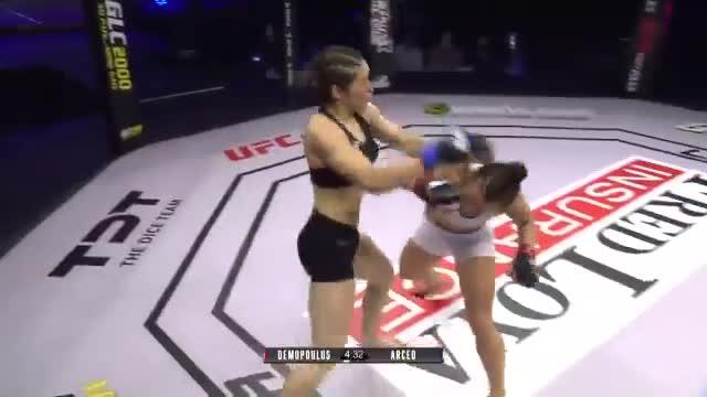 Giải trí - Clip: Hot girl MMA lên gối hạ knock out đối thủ chỉ sau 37 giây