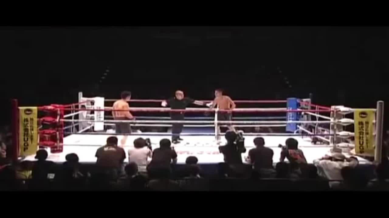 Giải trí - Clip: Hạ đối thủ sau 2 giây, võ sĩ MMA bất ngờ bị CĐV lao lên hỏi tội