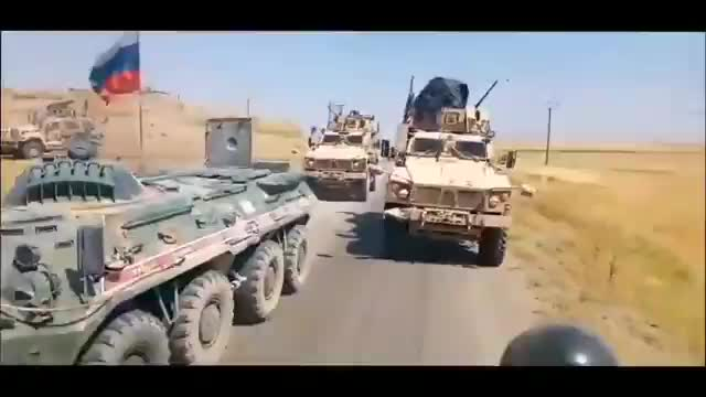 Chiến sa Mỹ bọc đầu, bao vây xe quân sự của Nga ở Syria